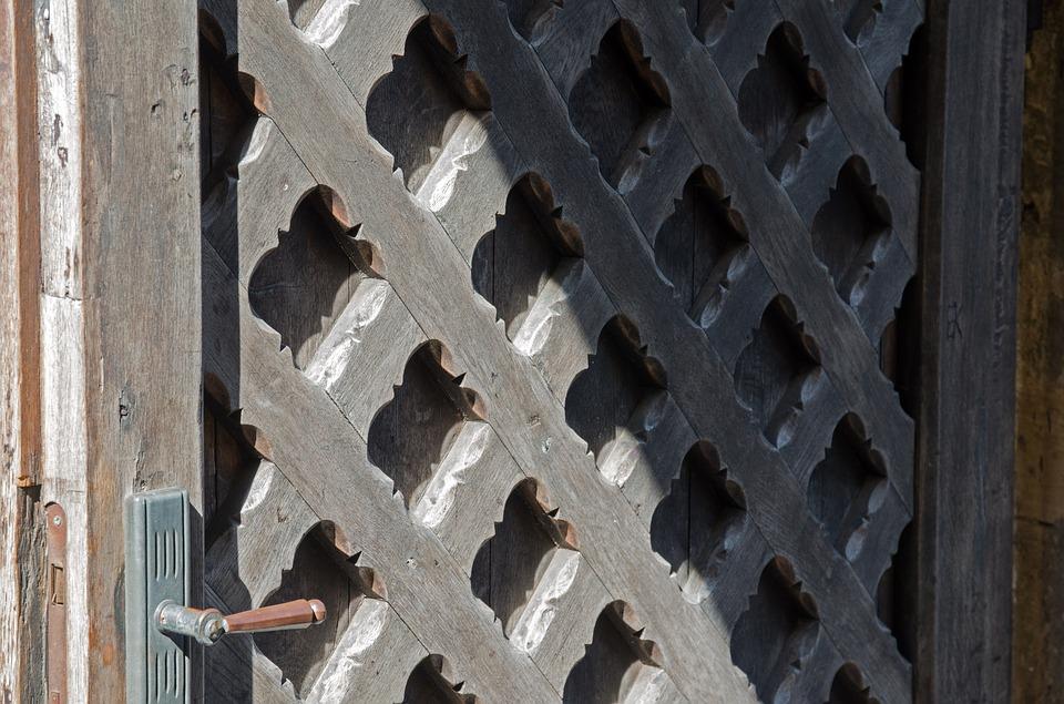 dřevěné mříže